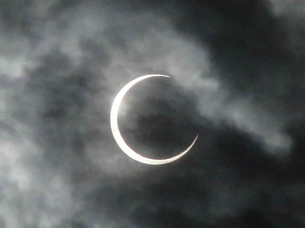 Annular_eclipse_1