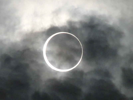 Annular_eclipse_2